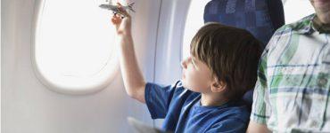 Дитина в літаку