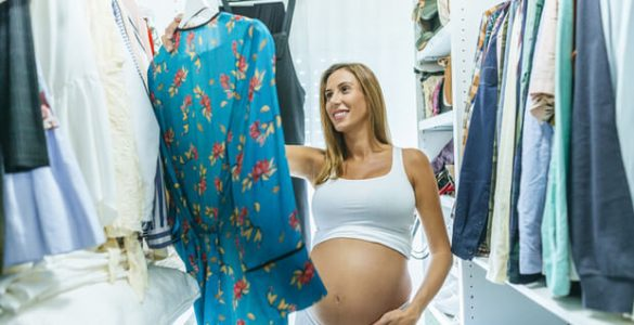 Спідниця, джинси, шльопанці: що не можна носити вагітним