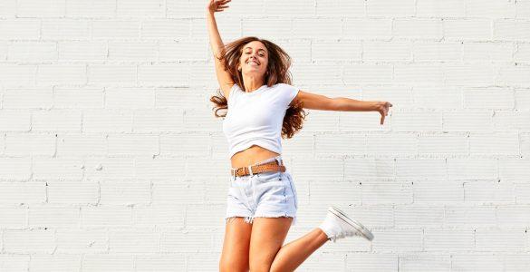 Як вивести плями від поту з білої сорочки: 7 вірних способів
