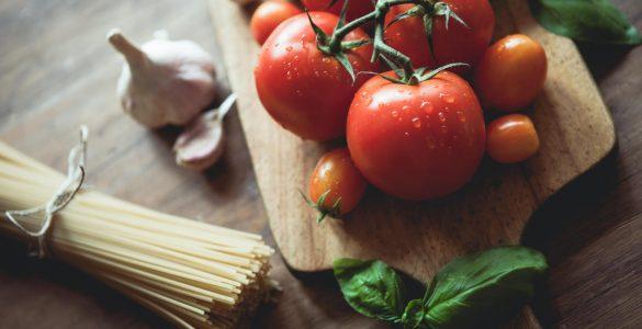 Рятує від раку і депресії: 20 соковитих фактів про помідори