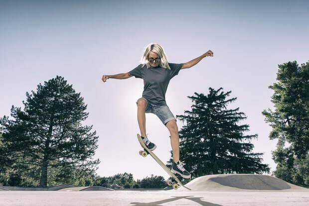 Дівчина на скейті