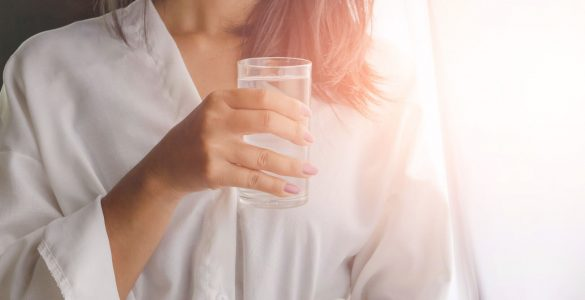 Названа помилка, через яку стакан води вранці може привести до раку