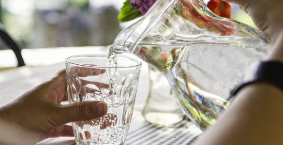 Дієтологи розповіли, скільки води потрібно пити щодня для довголіття