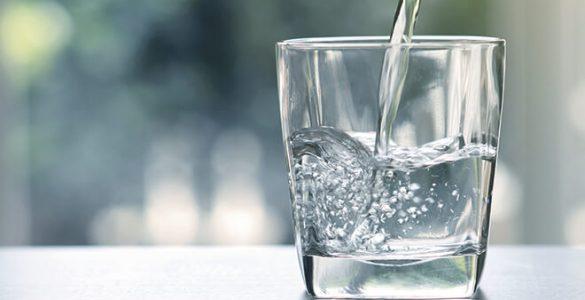 У склянці звичайної води з ранку знайшли користь