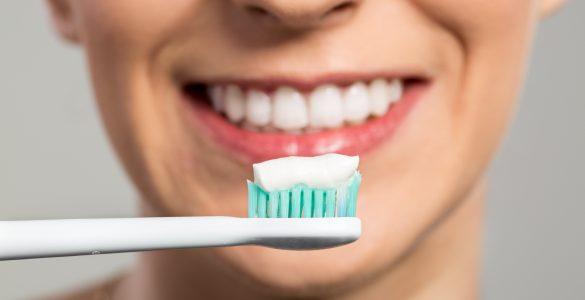 Стоматолог назвав п'ять частих помилок при чищенні зубів