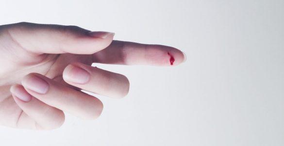 Що зробити, щоб швидко зупинити кров при порізі