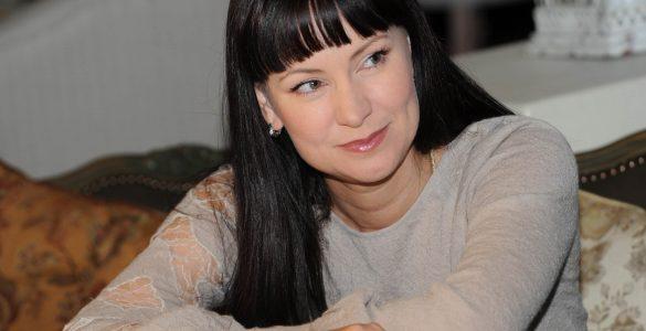 """Зірка """"Татусевих дочок"""" пояснила, чому Єфремова не лікували від алкоголізму"""