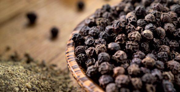 Корисні властивості чорного перцю, про які мало хто знає
