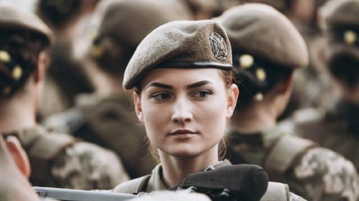 Дівчина солдат