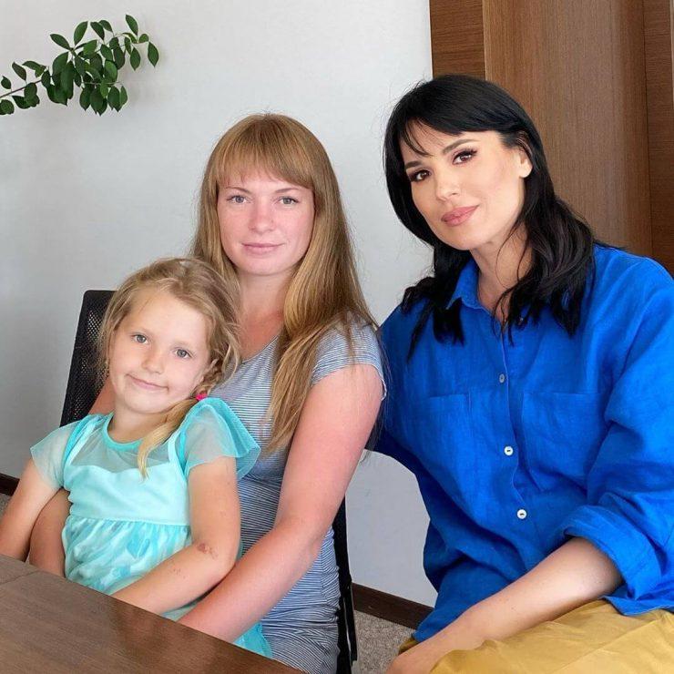 Єфросиніна та Неля Погребицька