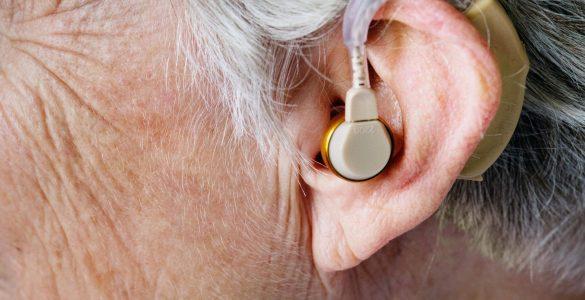 Порушення слуху та зору зв'язали з підвищеним ризиком деменції