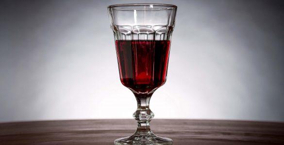 Гастроентеролог довів безпеку сухого вина для шлунка