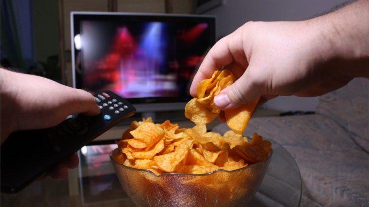 Чіпси перед телевізором
