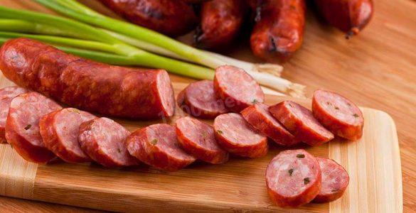 Експерт розповів, як правильно вибирати ковбасу
