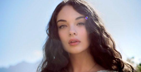 16-річна дочка Моніки Белуччі вперше потрапила на обкладинку італійського Elle
