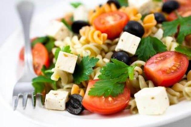 Салат з макаронами