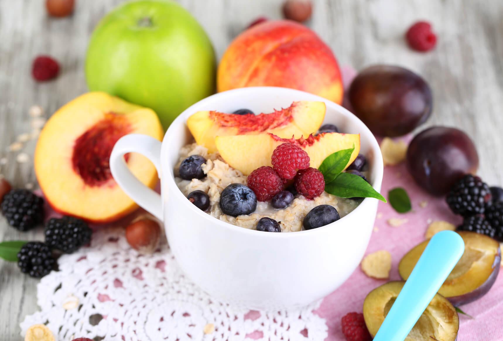 Вівсяна каша з фруктами