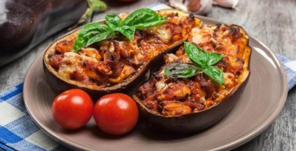 Фаршировані баклажани з м'ясом: надзвичайно смачний рецепт!