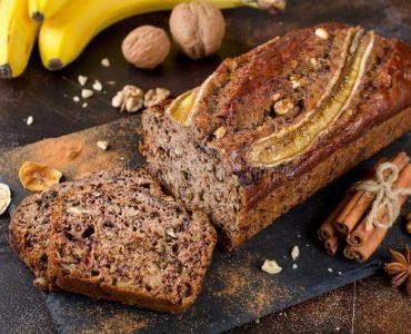 Банановий торт з корицею і медом