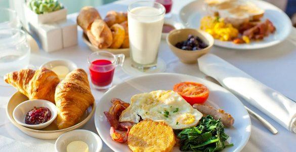 Секрет довголіття знайшли в 15 простих продуктах для сніданку