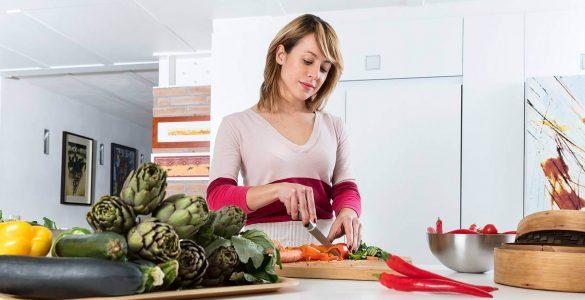 Названі шкідливі для жінок харчові звички