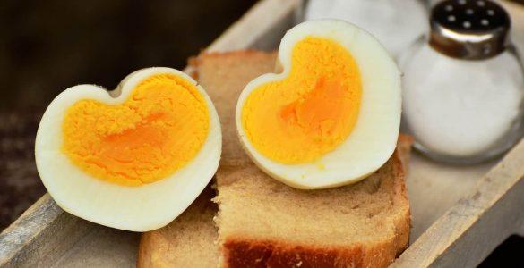 Лікарі оцінили небезпеку впливу яєць на рівень холестерину