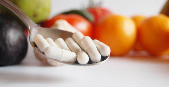 Розвіяні популярні міфи про вітаміни і харчові добавки