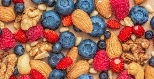 Ягоди і горіхи допоможуть поліпшити роботу мозку