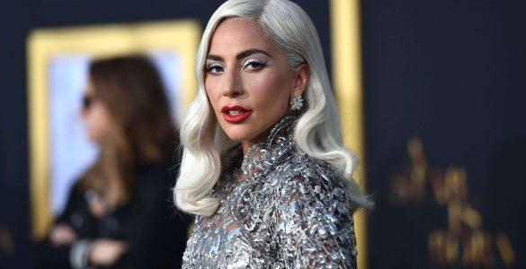 Леді Гага роздяглася для реклами косметики