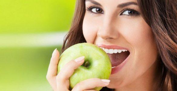 4 продукти, які успішно замінюють зубну щітку