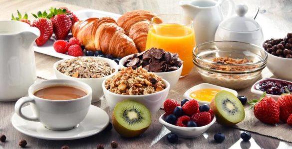 Перераховано продукти для сніданку, які позбавляють від сонливості і цукру в крові