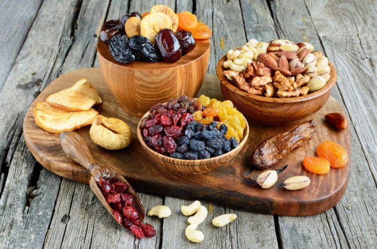 Сухофрукти і горіхи
