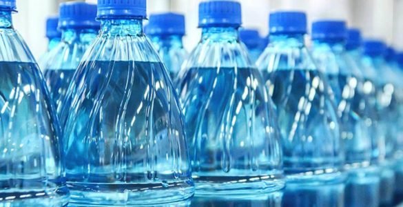 Експертка попередила про небезпеку отруєння бутильованою водою