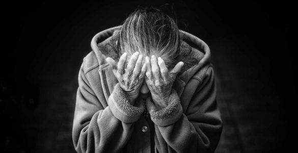 Виявлено симптом COVID-19, який підвищує смертність серед літніх
