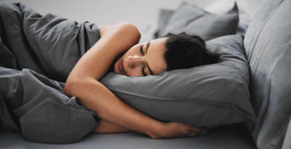 Вчені назвали ідеальний час сну для довголіття