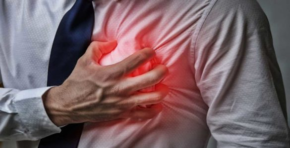 Відчуття в грудях назвали ознакою дефіциту вітаміну B12