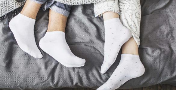 Лікарі розповіли, який предмет одягу потрібно знімати перед сном