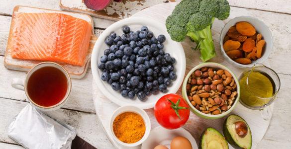 Лікарка з США назвала 5 головних продуктів для довголіття і щасливої старості