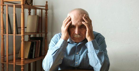 Симптомом хвороби Альцгеймера назвали плутанину з оплатою рахунків