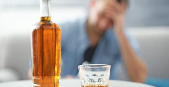Неочевидні ознаки алкоголізму: як зрозуміти, що ви занадто багато п'єте