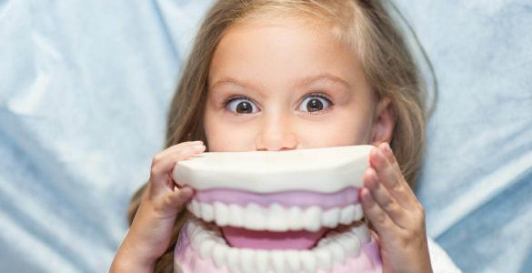 Як зняти зубний камінь: очищаємо зуби дбайливо