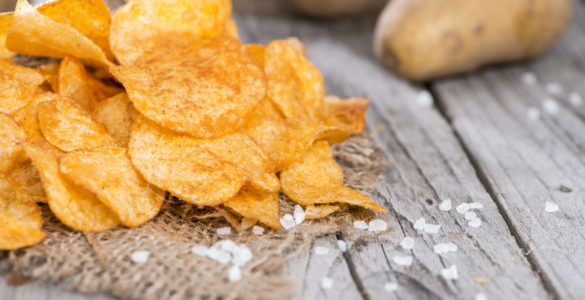 Названо сім причин, через які поїдання чіпсів може вбити людину