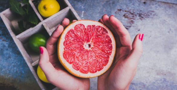 Медики назвали тих, кому небезпечно їсти грейпфрути
