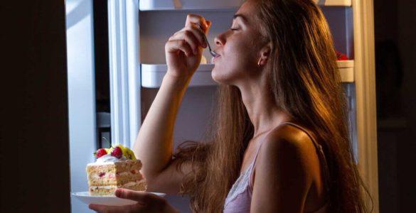 Лікарі розповіли про харчові звички, які погано впливають на сон