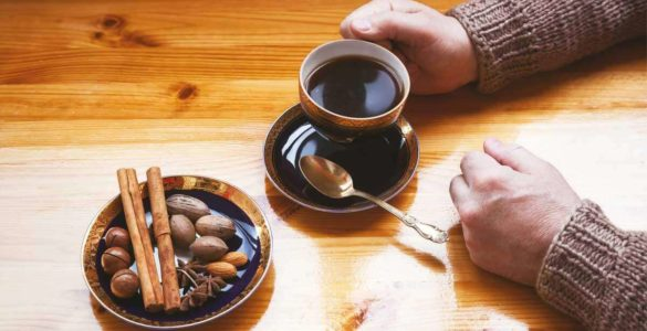 Зробити ранкову каву максимально корисним допоможе проста хитрість