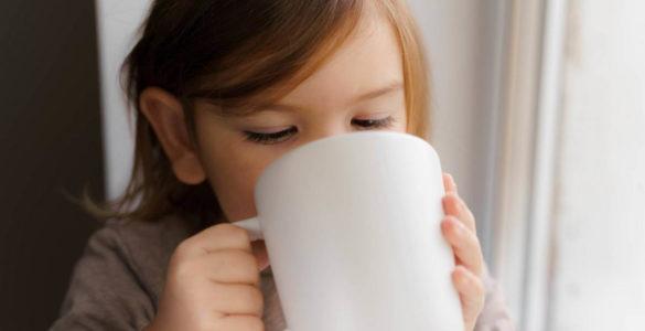 Вчені розповіли, чи дійсно кава гальмує ріст дітей