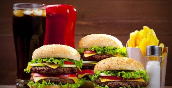 Небезпечні продукти для людей з високим холестерином назвали фахівці