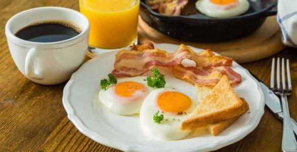 Які продукти для сніданку корисні для мозку, розповіла дієтологиня