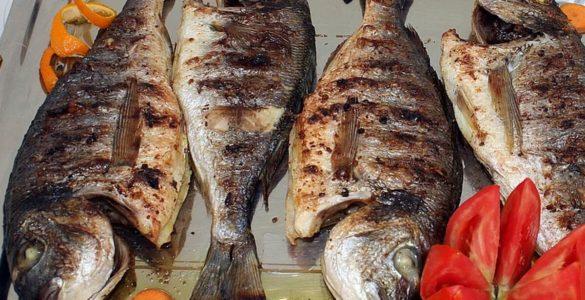 Чому не потрібно смажити рибу і навіщо її заїдають халвою, пояснив турецький дієтолог