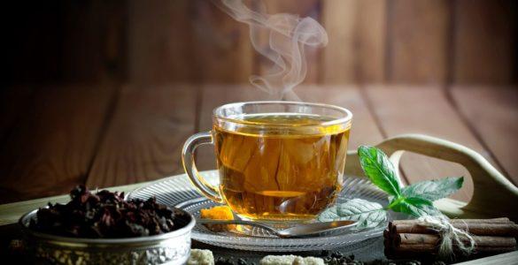 Чай не завжди корисний: 5 варіантів небезпечних наслідків вживання популярного напою